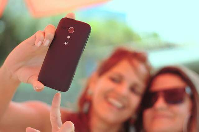 Attitude Captions for Selfie