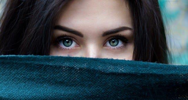Eye Captions for Instagram